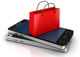deux téléphones par dessus l autre. un petit sac rouge de pret a porter est dessus sur les deux smartphones.
