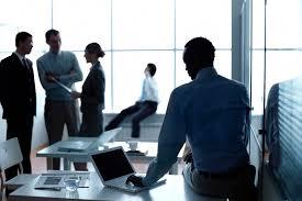 groupe de développeur applications dans un bureau d affaire