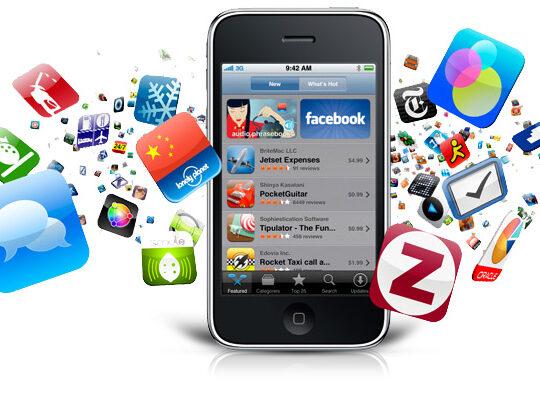 telephone avec tous les icones en image des réseaux sociaux et applications mobiles